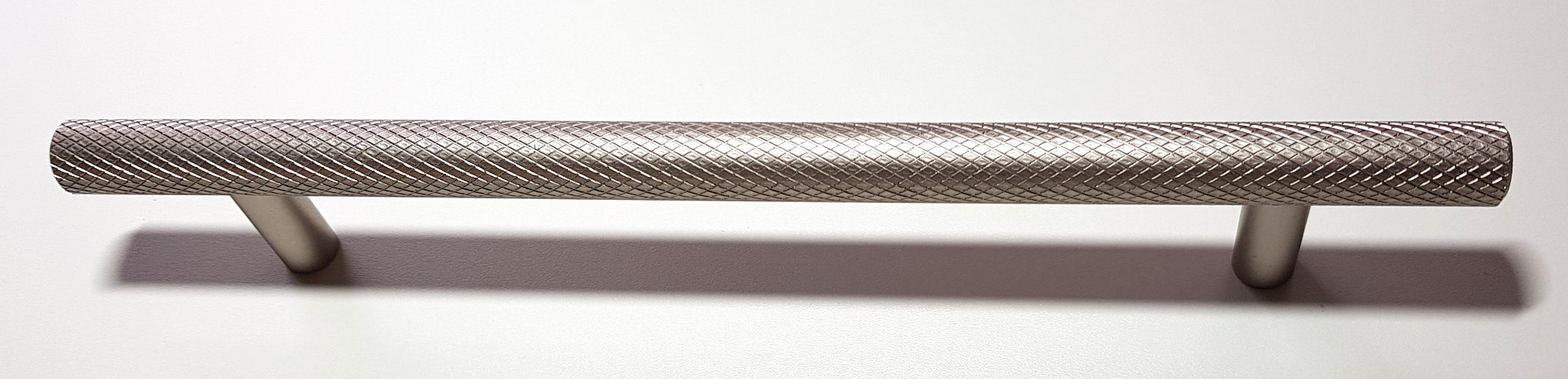 STAINLESS STEEL KNURLED HANDLE 220MM (160MM CENTRES)
